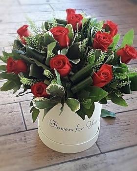 זר ורדים אדומים בקופסא